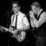 Blues vom Feinsten - mit unserem Lehrer Werner Scholten an der Mundharmonika und Samuel Hübenthal an der Gitarre.
