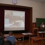 Frau Weil brachte viele Fotos mit, um ihren Vortrag anschaulich zu gestalten.