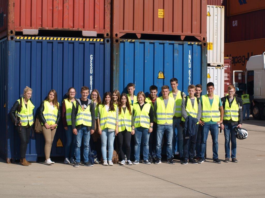 Der Leistungskurs Geographie besucht den Rhein- Waal- Terminal Emmerich