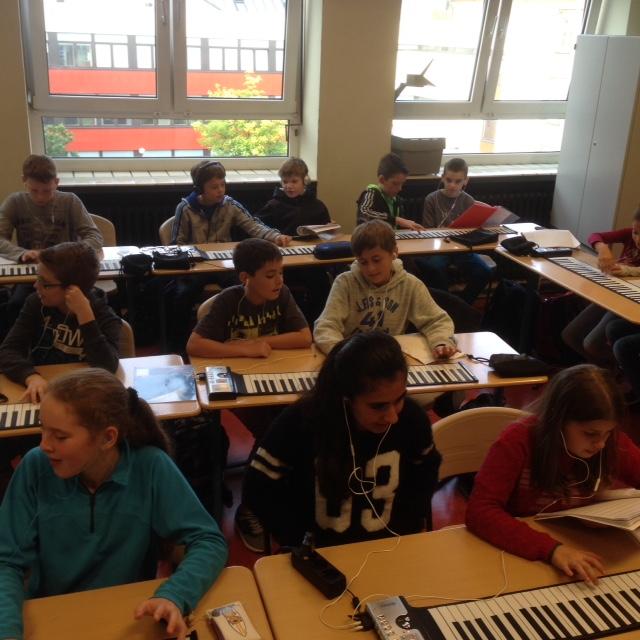 Neue Pianos bringen den Musikunterricht ins Rollen!