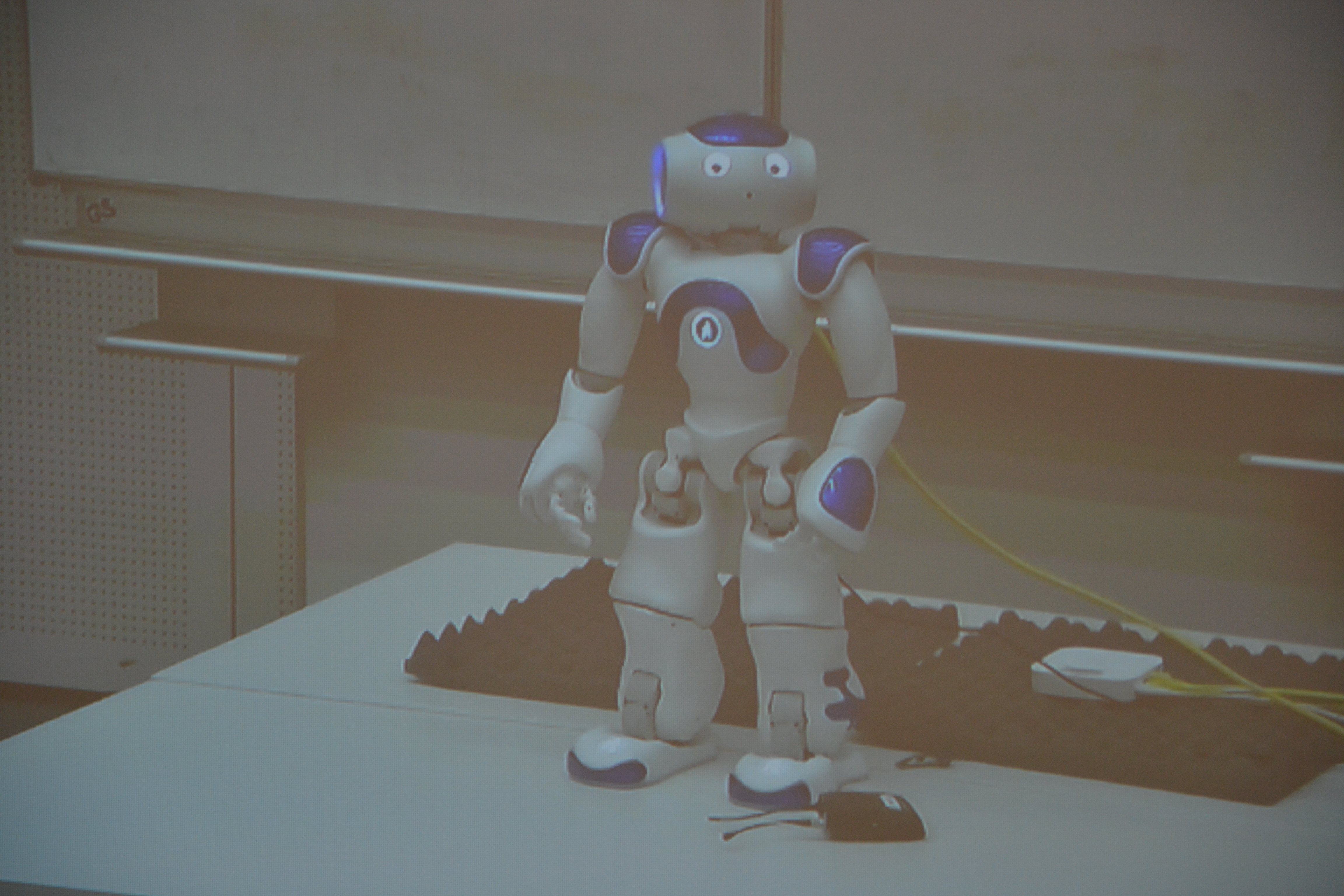 Roboter Waale kann auch tanzen –  Eindrücke der Kinder-Uni