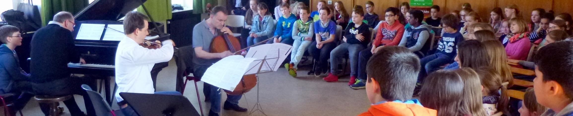 """RHAPSODY IN SCHOOL – """"Musiker Hautnah"""" im Stein!"""
