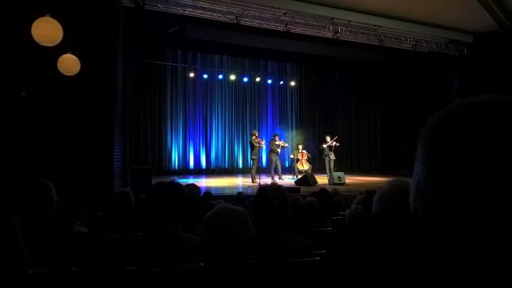 """Steiner besuchen das Konzert des """"Vision String Quartet"""" und das Quartett besucht das Stein"""
