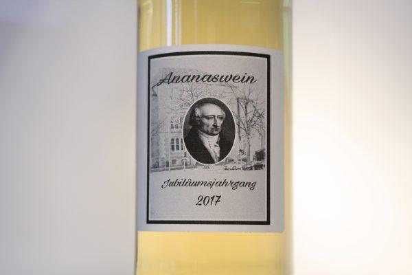 Besonderer Wein zum Schuljubiläum