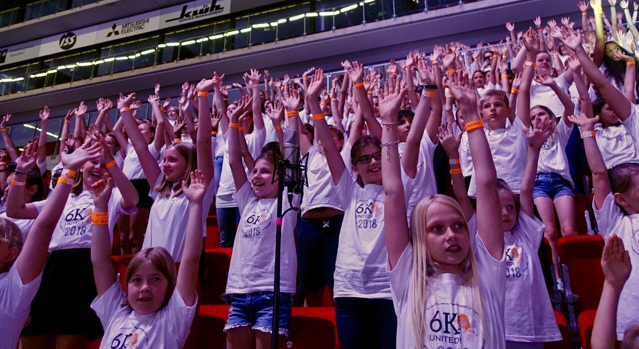Kieselsteinchen und EJuKis bei 6K United im ISS Dome in Düsseldorf