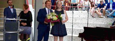 Blumen zum 5000. Abiturzeugnis